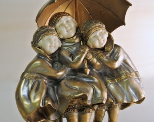 """""""Girls with umbrella """" by D. H.Chiparus (1886/1947) - Sculpture Style Art Déco"""