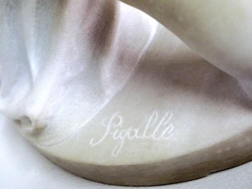 """Antiquités - """"Amours se disputant un coeur"""" marble around 1900"""