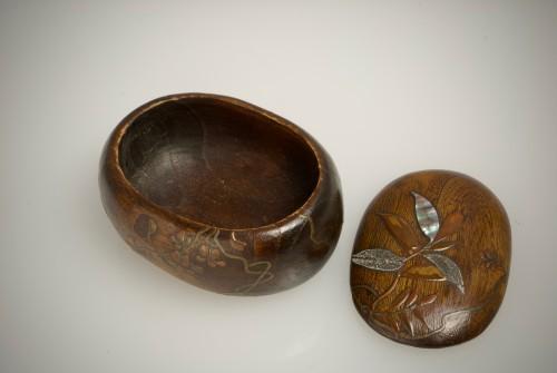 - A Japanese paulownia wood sweet box