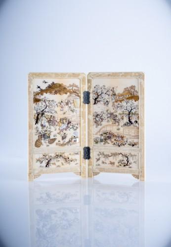 Asian Art & Antiques  - A Japanese shibayama table screen