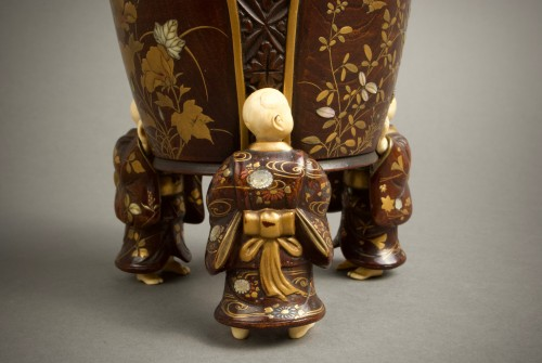 Shosai - A Japanese wood and lacquer O-natsume -