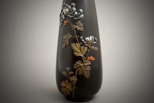 - Jutsune – A Japanese chrysanthemums bronze vase