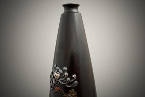 Antiquités - Jutsune – A Japanese chrysanthemums bronze vase