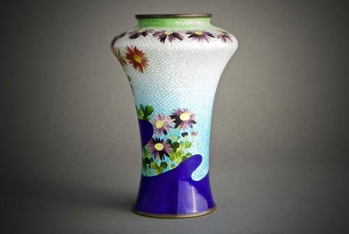 A Japanese cloisonnè vase  - Asian Art & Antiques Style