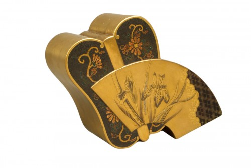 A Japanese lacquered fan shape kogo box