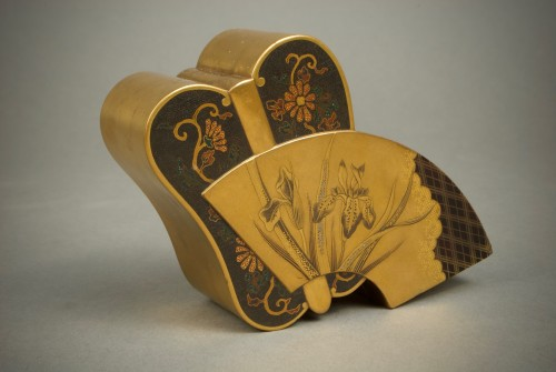 Asian Art & Antiques  - A Japanese lacquered fan shape kogo box