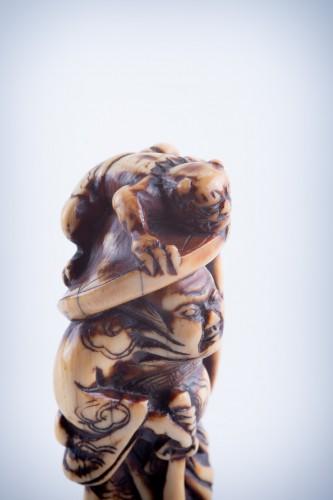 19th century - A Japanese ivory netsuke of a Shoki