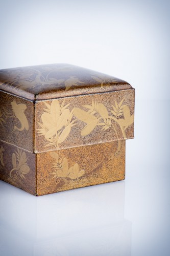 Asian Art & Antiques  - A Japanese lacquer kogo box