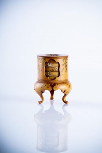 19th century - A Japanese ivory kogo box