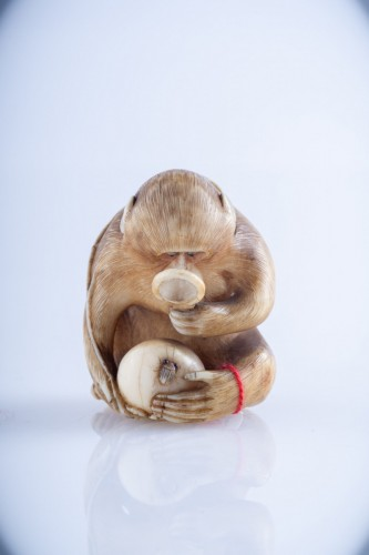 19th century - Masatami - A Japanese ivory netsuke of a monkey
