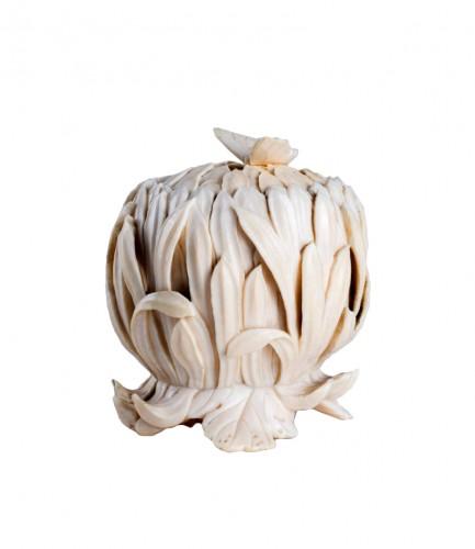 A Japanese kogo box of a chrysanthemum