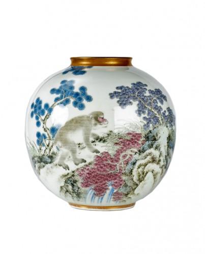 Fukagawa - A Japanese Imari globular vase