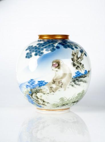 Fukagawa - A Japanese Imari globular vase - Asian Works of Art Style