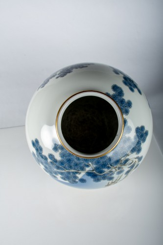 Fukagawa - A Japanese Imari globular vase -