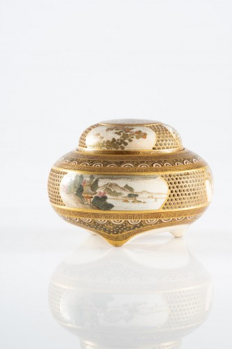 Asian Works of Art  - Kinkozan - A Japanese Satsuma koro