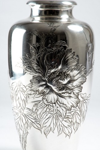 A Japanese silver vase - Asian Works of Art Style