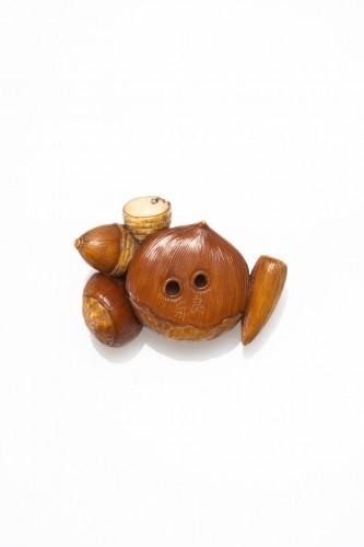 Toshinaga - A Japanese netsuke of chestnut - Asian Works of Art Style