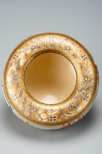 Asian Works of Art  - Fuzan for Yasuda company - A Japanese Satsuma bowl