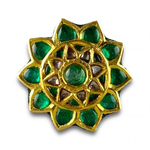 Antique Jewellery  - A foiled emerald, paste & enamel ring. Indian, early 20th century.