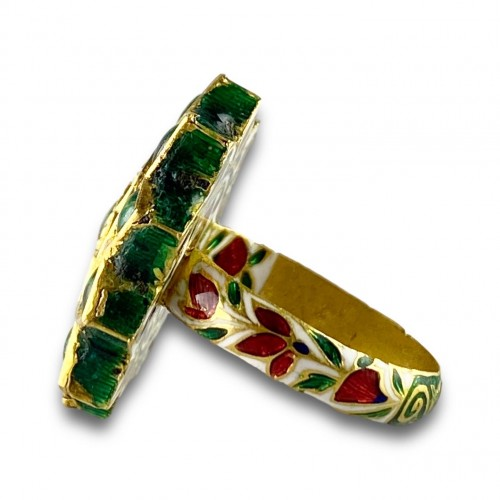 20th century - A foiled emerald, paste & enamel ring. Indian, early 20th century.