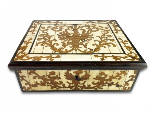 18th century - A bone veneered & walnut marquetry casket. Spanish Colonial, around c.1700.