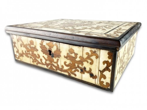 A bone veneered & walnut marquetry casket. Spanish Colonial, around c.1700. -
