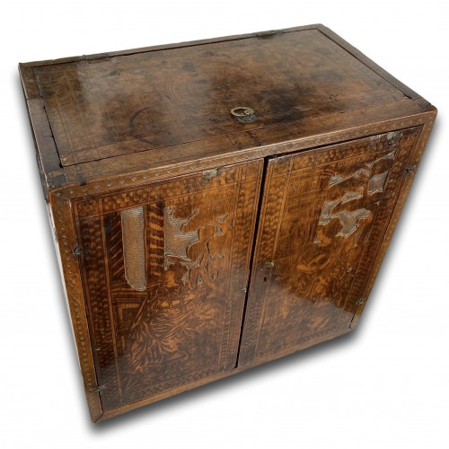 Antiquités - Cypress wood pyrography cabinet. North Italian, late 16th century.