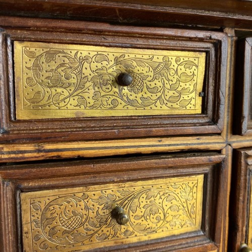 Marquetry table cabinet. South German, first half of the 17th century. - Furniture Style