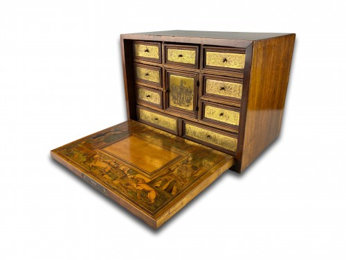 Antiquités - Marquetry table cabinet. South German, first half of the 17th century.