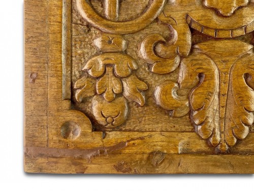 <= 16th century - Pair of walnut panels carved with mascarons. French, late 16th century.