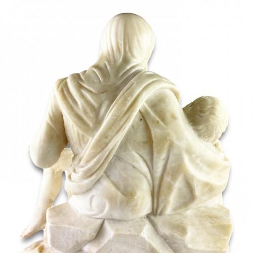 Antiquités - Alabaster sculpture of the pieta. French or Italian, 17th century.