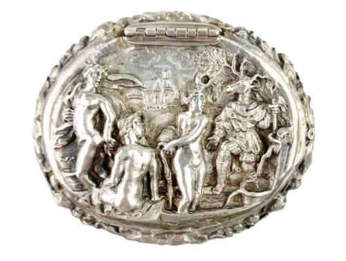 Repoussé silver box. Italian, late 17th century.