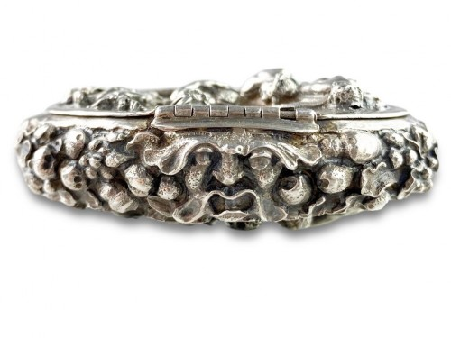 17th century - Repoussé silver box. Italian, late 17th century.