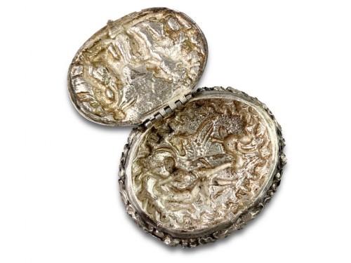 Antiquités - Repoussé silver box. Italian, late 17th century.