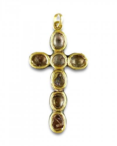 Diamond set gold & enamel cross. Indian, early 20th century.