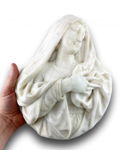 Marble relief of our lady of sorrows. Italian, mid 17th century. - Sculpture Style