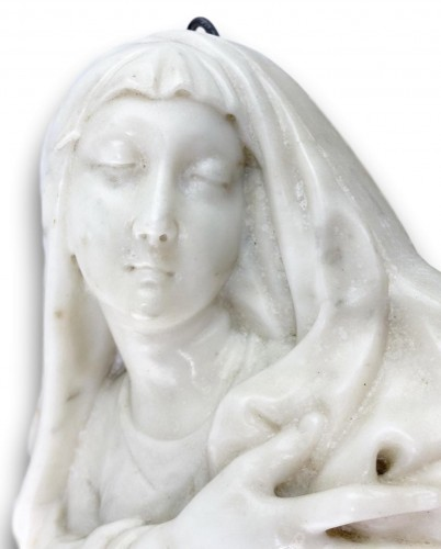 Antiquités - Marble relief of our lady of sorrows. Italian, mid 17th century.