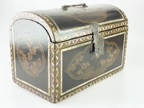 Namban lacquer casket. Japanese, Momoyama period, 16th - 17th century. - Decorative Objects Style