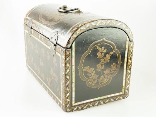 <= 16th century - Namban lacquer casket. Japanese, Momoyama period, 16th - 17th century.