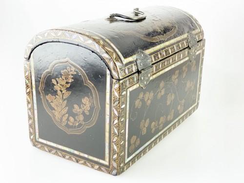 Antiquités - Namban lacquer casket. Japanese, Momoyama period, 16th - 17th century.