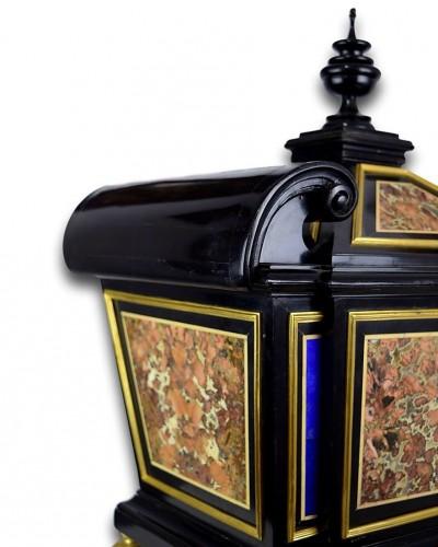 Decorative Objects  - Sicilian jasper & lapis lazuli pietra dura casket. Florence, late 17th cent