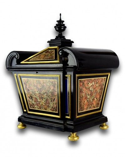 Sicilian jasper & lapis lazuli pietra dura casket. Florence, late 17th cent -