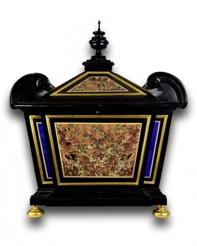 - Sicilian jasper & lapis lazuli pietra dura casket. Florence, late 17th cent