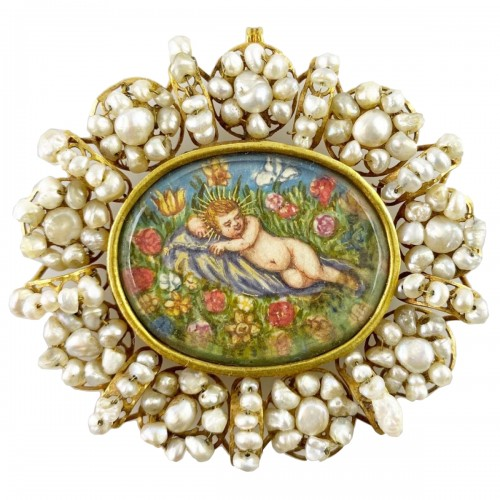 Gold & pearl pendant with sleeping Christ child. Spanish, 18th century.