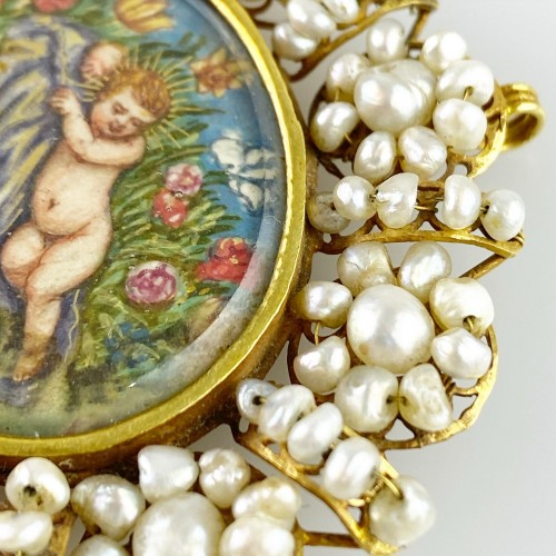 Antique Jewellery  - Gold & pearl pendant with sleeping Christ child. Spanish, 18th century.