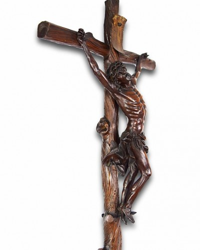 Antiquités - A fine boxwood crucifix with the dying christ. Italian, 17th century