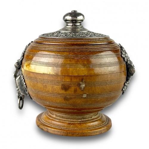 Ivory box with silver mounts. Sri Lanka, 16th / 17th century. - Curiosities Style