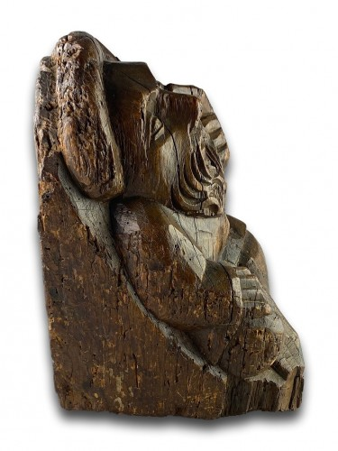 Antiquités - Corbel of a seated man in fashionable clothing. Northern France, 15th centu
