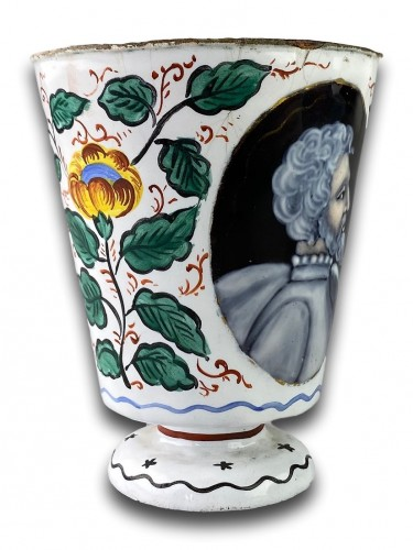 Objects of Vertu  - Enamel beaker with classical profiles & flowers. Limoges, 17th century