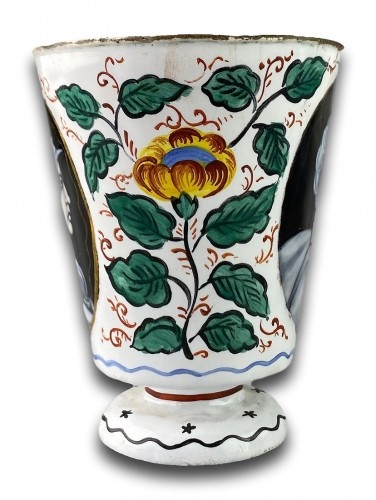 Enamel beaker with classical profiles & flowers. Limoges, 17th century -